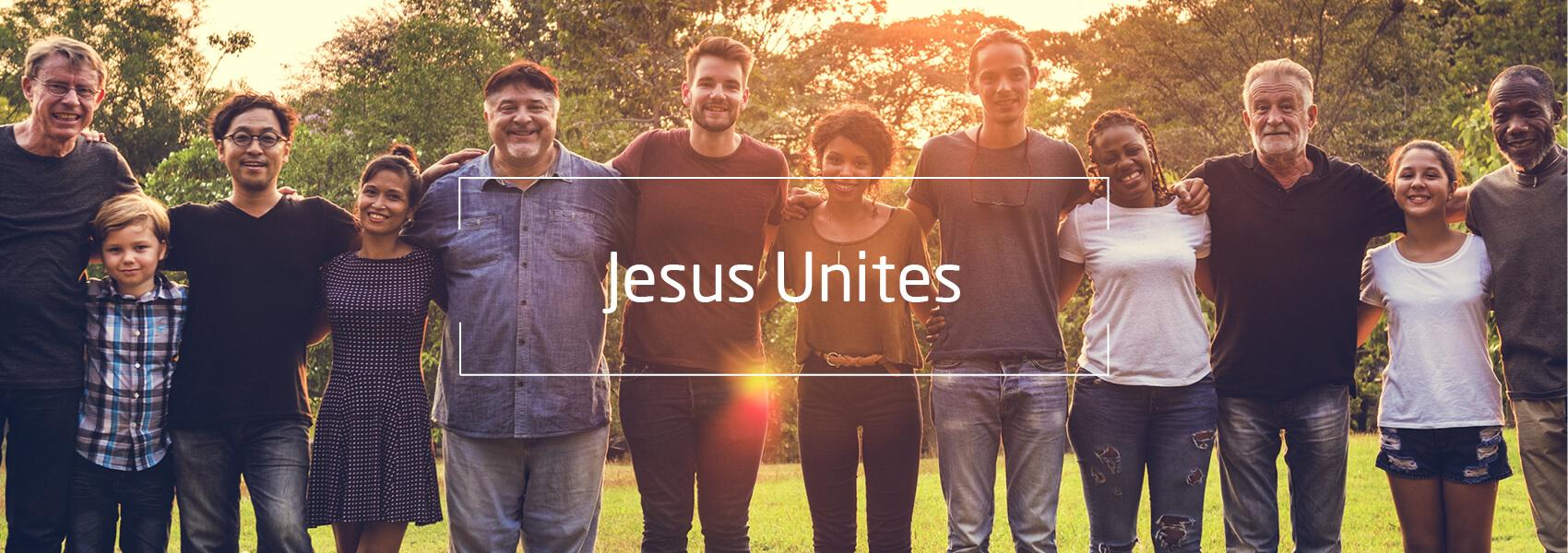 Menschen international Arm in Arm, Text: Jesus Unites